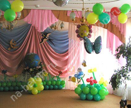 В детском саду сцены к празднику, декорации.